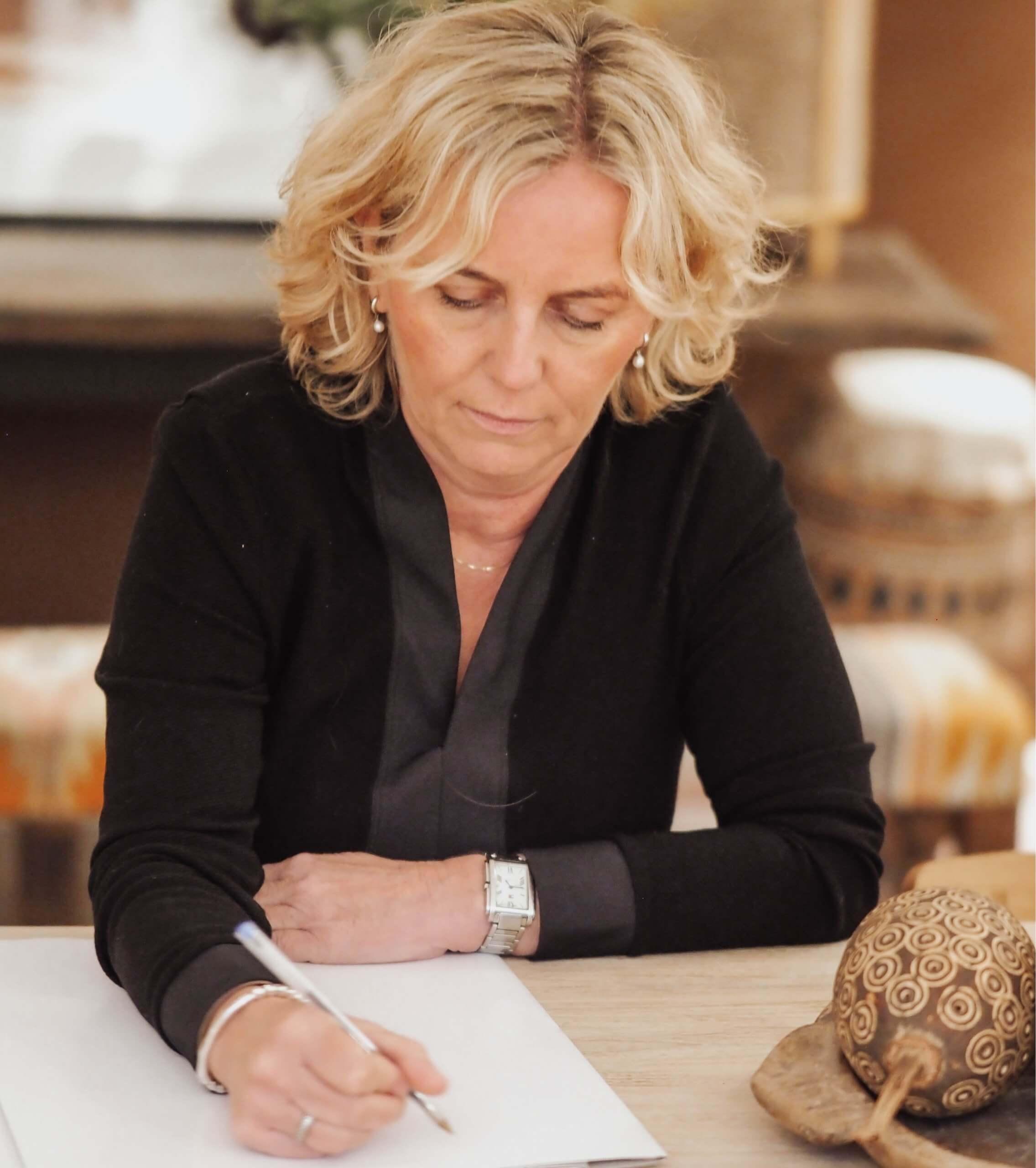 Mirjam van der Laan Schrijvend 3